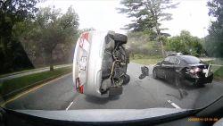 Dashcam filmt hoe kleine tik leidt tot ravage bij bizar ongeluk