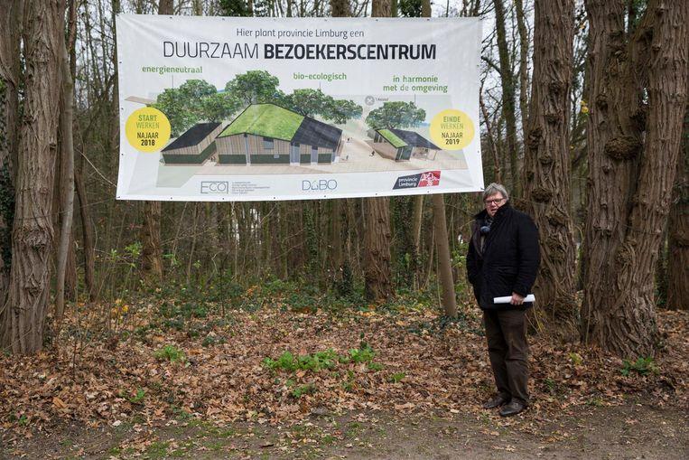 Gedeputeerde Ludwig Vandenhove op de plek waar het nieuwe bezoekerscentrum komt.