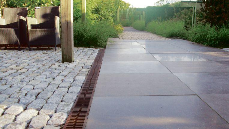 Veel mensen vergeten bij de plaatsing van hun terras een degelijke afwatering te voorzien.