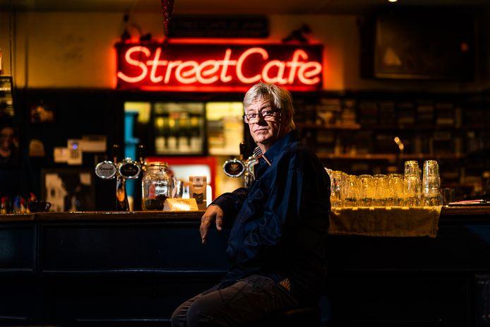 Bert Konings, 30 jaar eigenaar van het Street Café aan het Jansplein in Arnhem.