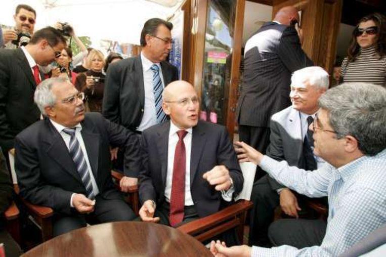 Mehmet Ali Talat (midden)