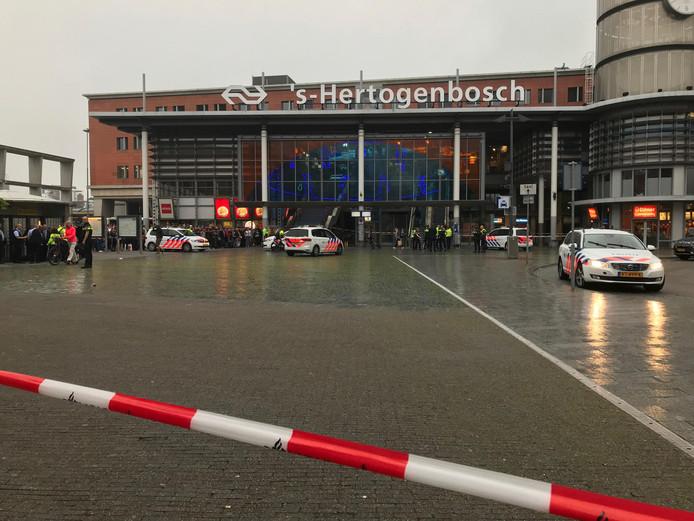 Het station van Den Bosch is ontruimd.
