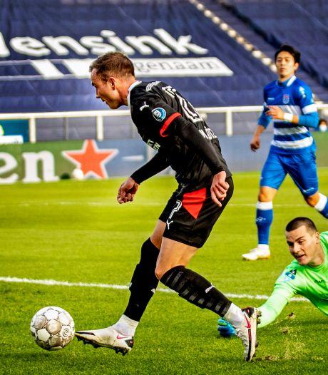 Götze beleeft mooi debuut voor koploper PSV in Zwolle