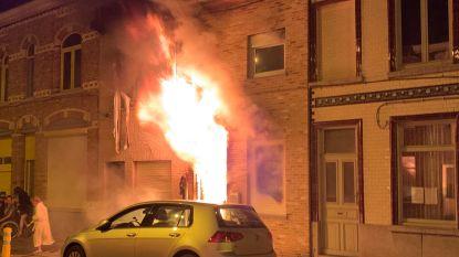 VIDEO. Uitslaande brand vernielt drie woningen in Gaffelstraat