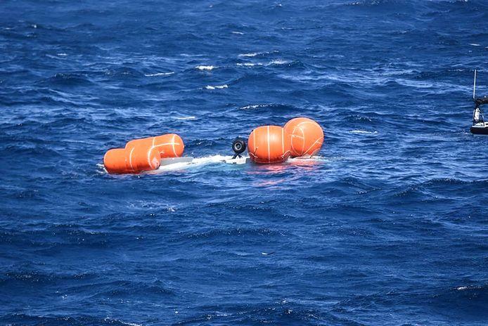 Na de crash op 19 juli werd geprobeerd het toestel drijvende te houden en te bergen. Nadat enkele ballonnen knapten, zonk de helikopter.
