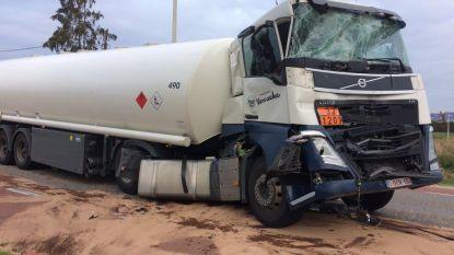 Vrachtwagens botsen in ochtendspits