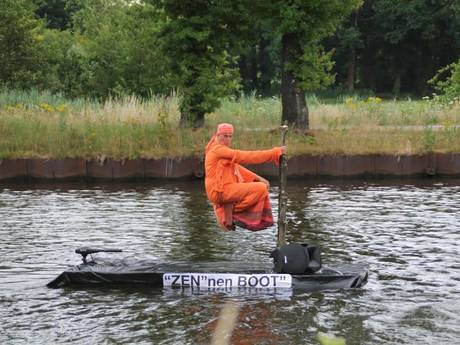 'Zwevende' deelnemer wint botenparade Beek en Donk