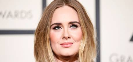 Adele grapt over gewichtsverlies in Saturday Night Live