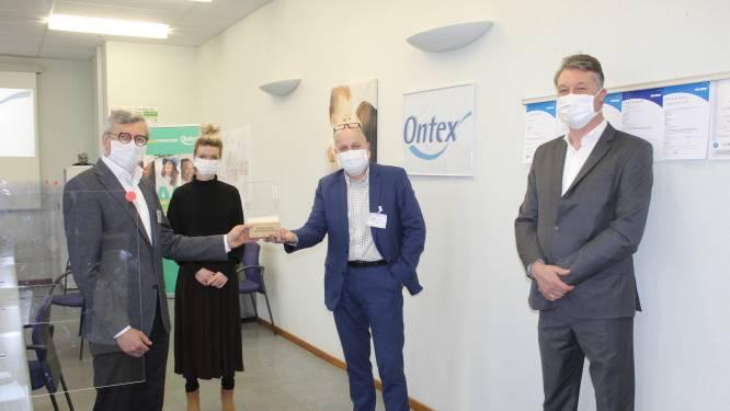 """Ontex Eeklo krijgt trofee Verdienstelijke Oost-Vlaming 2020: """"Elke dag rollen hier meer dan 200.000 mondmaskers van de band"""""""