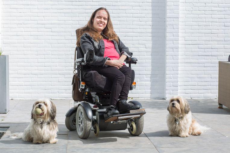 Roosendaal Noortje van Lith: 'Ik zou er zeer veel moeite mee hebben onderbetaald te worden vanwege mijn beperking.' Foto Arie Kievit Beeld null