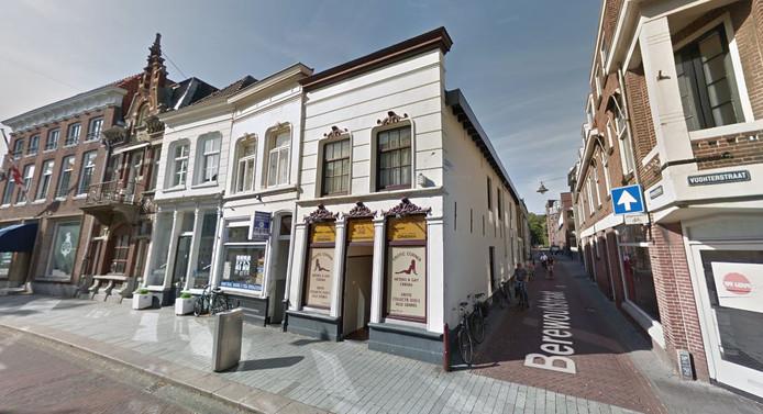 Erotic Corner in de Vughterstraat. In het pand komen drie appartementen