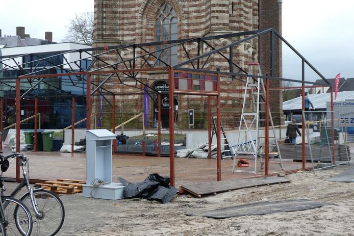 De feesttenten voor carnaval op het Petrus Dondersplein worden weer afgebroken.
