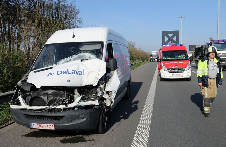 In Olen reed ook nog een bestelwagen in op de file.