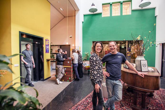 Marion en Koen in Hostel Roots.