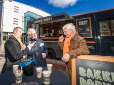 Vertrekkend VVD-raadslid Bas Wienbelt onderscheiden