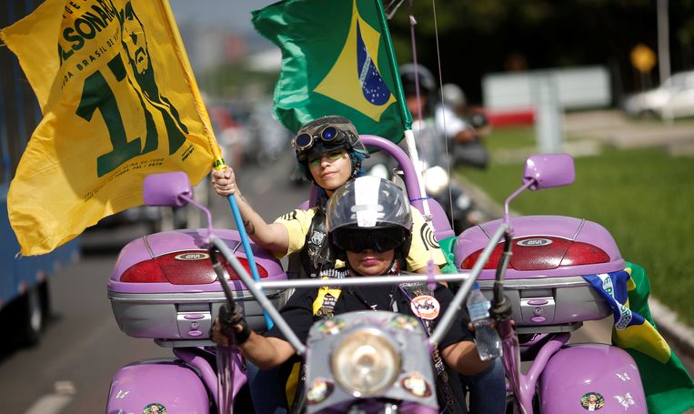 Aanhangers van Jair Bolsonaro, zaterdag in de Braziliaanse hoofdstad Brasilia. Beeld REUTERS