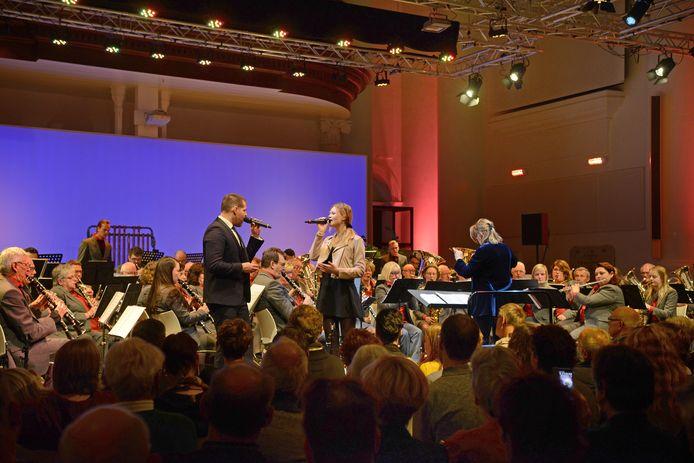Zierikzee Het Jubileumconcert van Kunst & Eer met gastzanger René van Kooten en Beaudien Vielvoije.