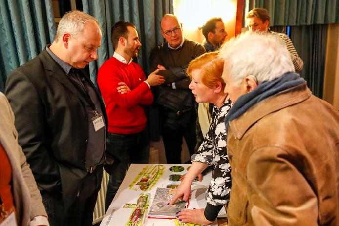 Uitleg over het plan om een Domino's en KFC in Veldhoven te vestigen.