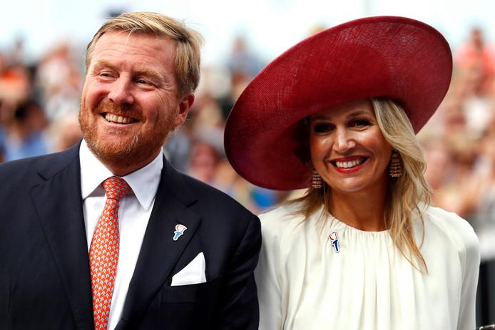 Koning Willem-Alexander en koningin Máxima tijdens de viering van het begin van 75 jaar vrijheid in Nederland.