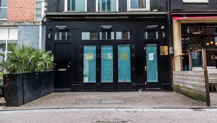 Voor de deur van het café in de Korte Leidsedwarsstraat werden in korte tijd twee granaten achtergelaten. Beeld Tammy van Nerum