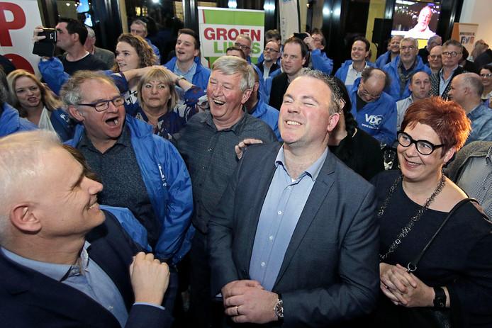 Frank den Brok (midden/ogen geknepen) van de VDG tijdens de bekendmaking van de uiteindelijke uitslag.