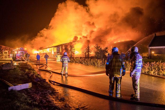 Bij de boerderij brak meerdere keren brand uit