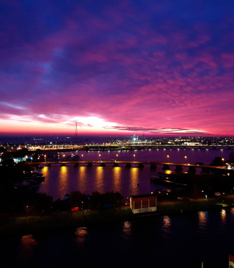 Indrukwekkend ochtendrood kleurt hemel boven Nederland rood-paars: 'Wauw!'