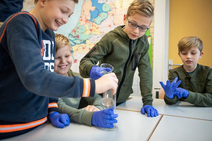 Onder een nieuwe naam gaan het openbaar primair onderwijs en kinderopvang binnen één organisatie nauwer samenwerken in de regio Zutphen.
