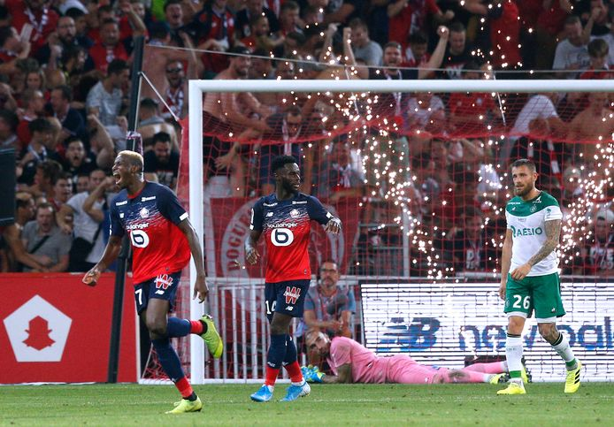 Victor Osimhen (links) is de nieuwe aanvaller die nu voor vuurwerk zorgt bij Lille. In vijf wedstrijden scoorde de pas 20-jarige Nigeriaan al vijf keer.