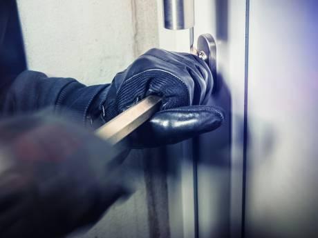 Woninginbrekers worden op heterdaad betrapt en slaan op de vlucht