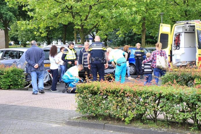 De vrouw werd met een ambulance naar de ingang van het ziekenhuis gebracht