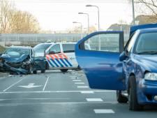 Auto's total loss na zware botsing in Houten
