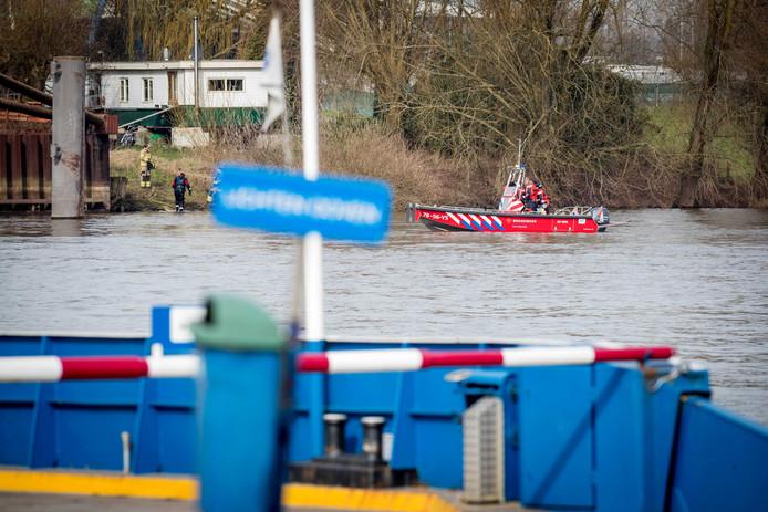 Op de Nederrijn bij Huissen sloeg zaterdagochtend de kano om.