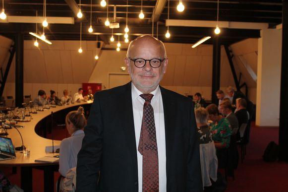 Kersvers ereschepen Patrick Tersago in de Lierse raadzaal.