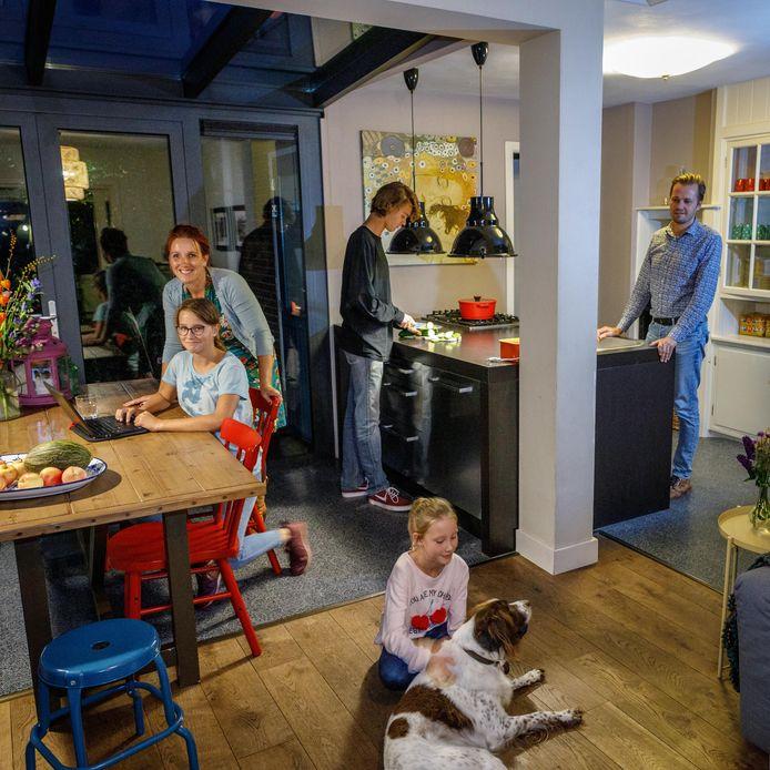 Het gezin Van Hemmen uit Steenwijk is al behoorlijk levendig, maar toch is er vaak een plekje vrij voor een pleegkind.