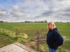 Bewoonster Titia de Geus vreest de aanleg van 'patatweg' in haar achtertuin