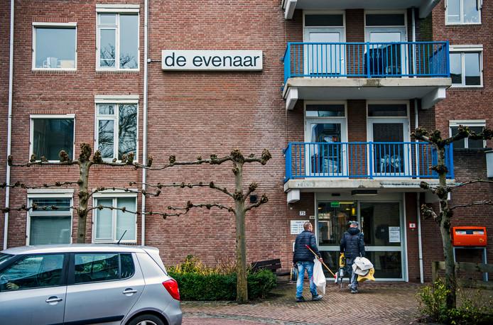 Omwonenden van De Evenaar in Rotterdam-Oosterflank vrezen voor overlast van mensen met psychische problemen.