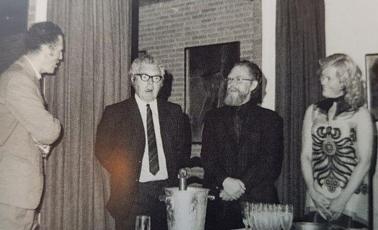 Brigitta Simoens in haar Caesarshof met minister van Elslande, kunstenaar John Permeke en schrijver Clem Schouwenaars.