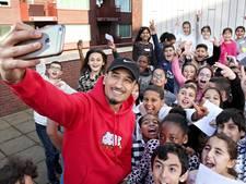Kinderen interviewen vlogger Nesim: 'Zonder Youtube werkte ik bij de AH'
