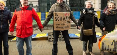 Une chaîne humaine de 2.400 personnes a été formée à Bruxelles pour le climat