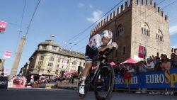 "VIDEO. Campenaerts 'not amused' na amateuristische fietswissel: ""Frustrerend als je goed rijdt"""