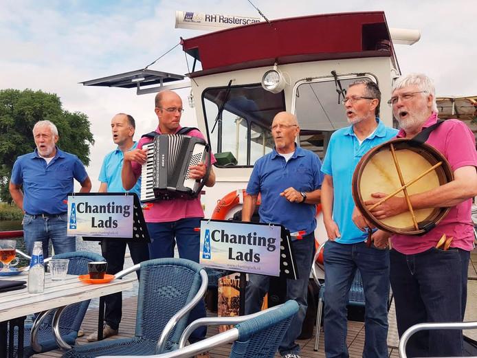 Chanting Lads.