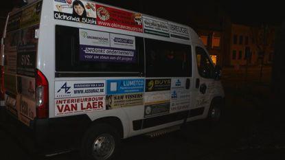 Grobbendonkse handelaars schenken mindermobielenbus aan gemeente