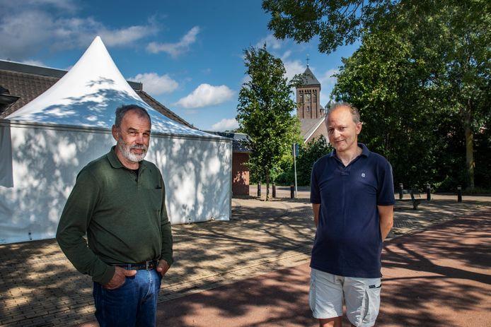 Balgoijenaren Richard van den Boogaard (66, links) en Geert-Jan Arts (53) kunnen zich de fusie van Balgoij met de gemeente Wijchen nog goed herinneren.