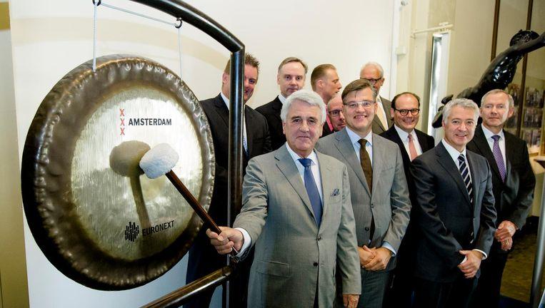 René Takens opent de beurs in Amsterdam met een slag op de gong in 2014. Beeld null