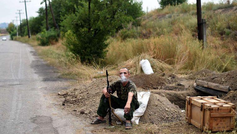 Een pro-Russische strijder in de omgeving van Donetsk. Beeld afp