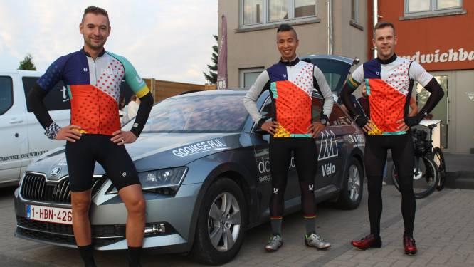 """Drie vrienden fietsen 600 kilometer naar Amsterdam en terug voor het goede doel: """"Op ons gemak hé, de bedoeling is dat we samen genieten"""""""