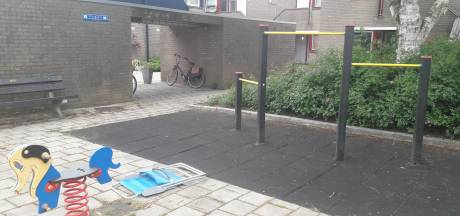 25-jarige man aangehouden na steekincident op 'Pilsplein' in Rijssen : 'Ze stoppen er echt van alles in'