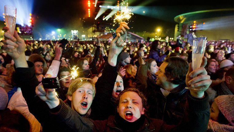 Op het Museumplein in Amsterdam vierden 25.000 mensen Oud en Nieuw met het Oudejaarsfeest van SBS6 en de Staatsloterij. © ANP Beeld