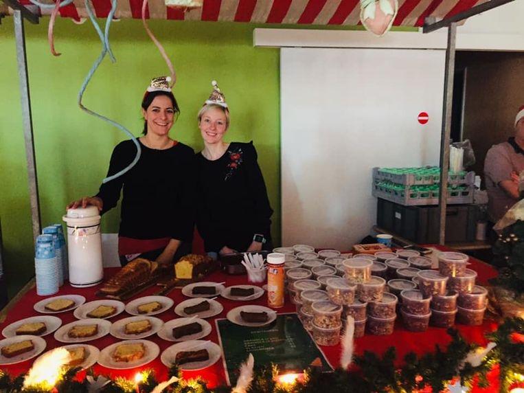 Medewerkers van het ASZ tijdens Kerstmarkt For Life.